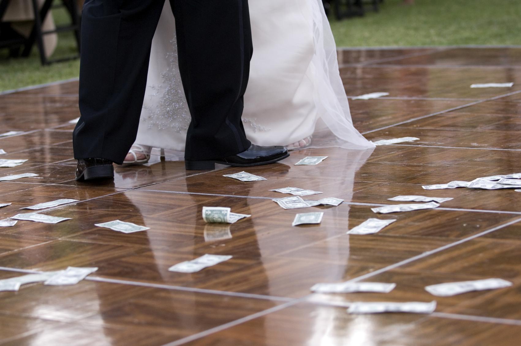 Money Dance Wedding.The Dollar Dance Wedding Etiquette Demystified What You